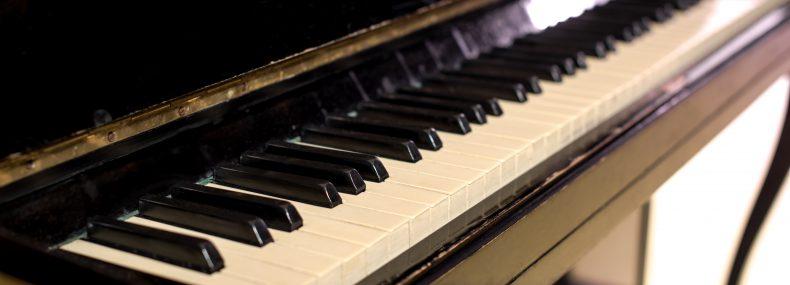 תמונת נושא: הובלת פסנתר בשדרות